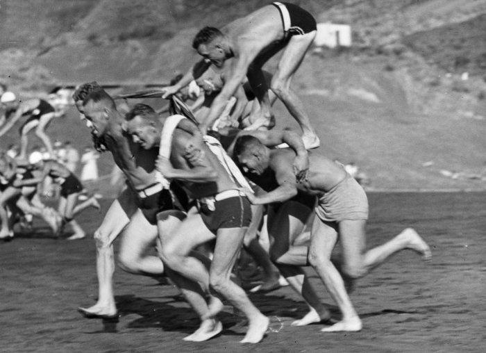 Men_running_in_a_chariot_race_at_the_Piha_Surf_Club_carnival,_ca_1938